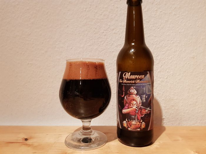 Amager Bryghus Maureen the Maverick Moonshiner i glas og flaske