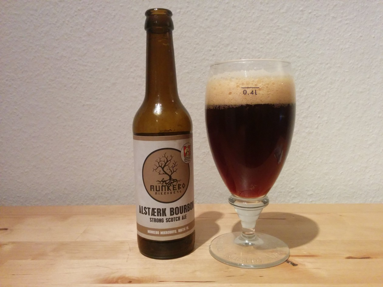 Munkebo Alstærk Bourbon - I flaske og glas