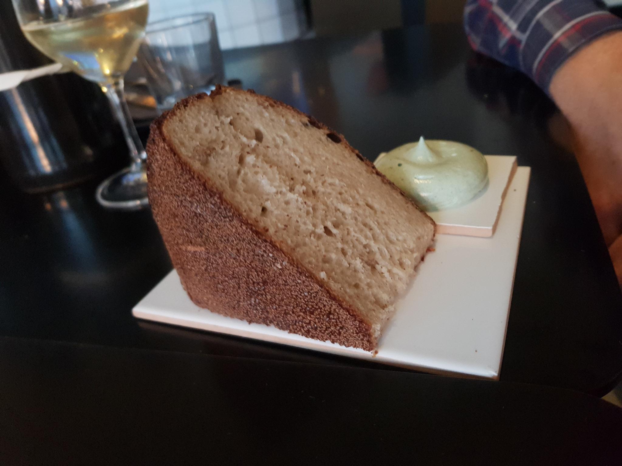 Brød med tangsmør på Kødbyens Fiskebar